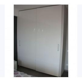 Белые глянцевые двери шкафа купе