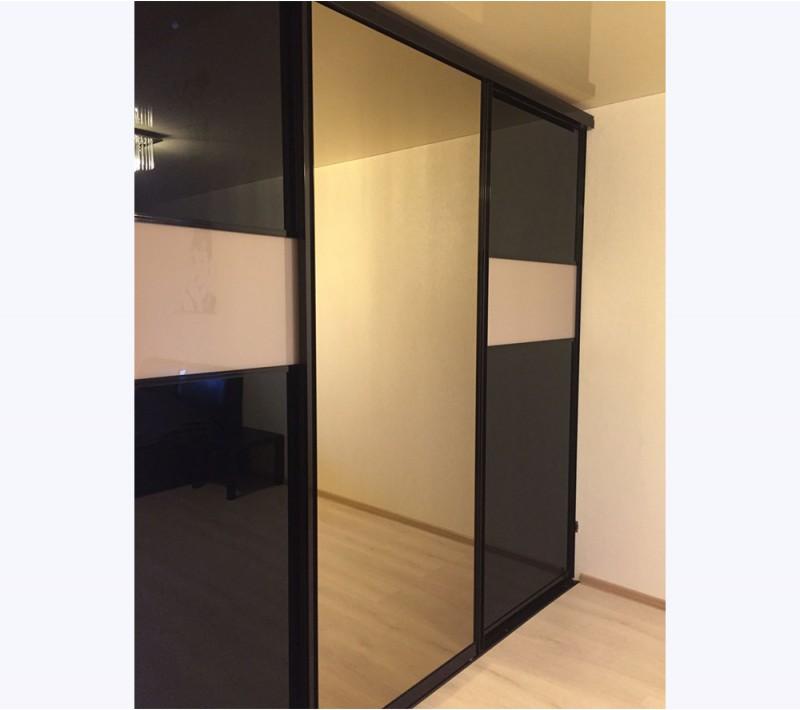 Двери шкафа купе с зеркалом и стеклом