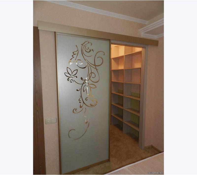 Двери купе для гардеробной комнаты