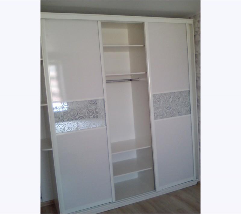 Шкаф купе глянцевый фасад белый