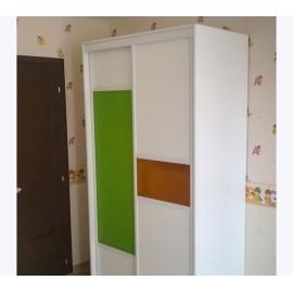Белый шкаф купе в детскую комнату