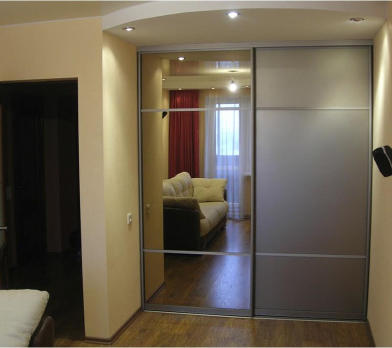 Встраиваемый шкаф купе в комнату