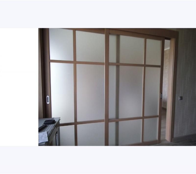 Раздвижные деревянные перегородки для зонирования пространства