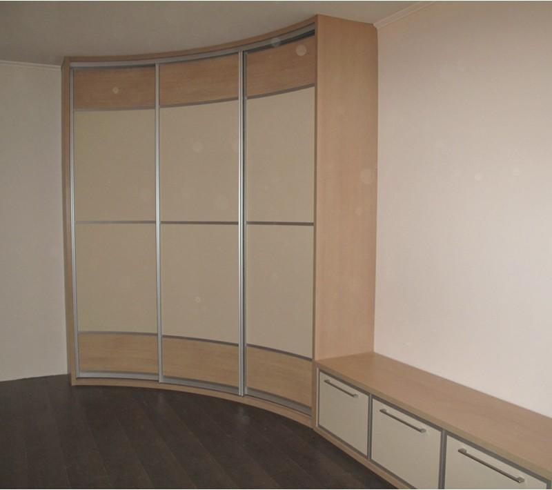 Радиусный шкаф купе в гостиную