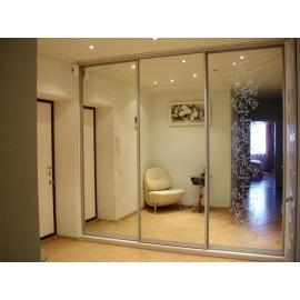 Шкафы купе три двери с зеркалом