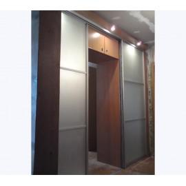 Шкаф купе со стеклянными дверями