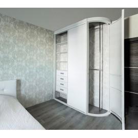 Закругленный шкаф купе в спальню