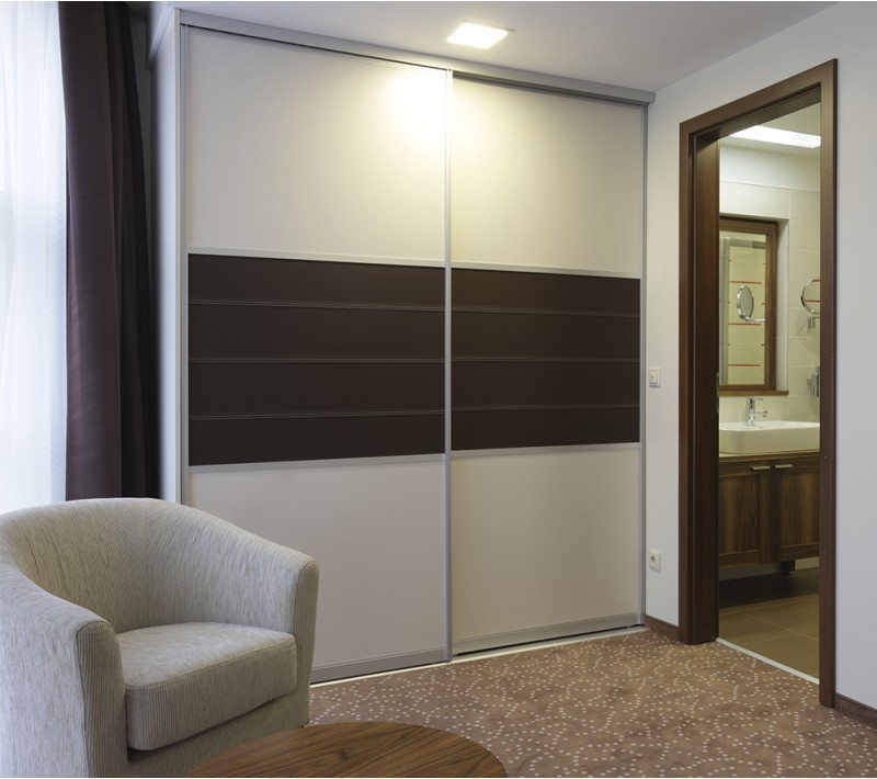 Встроенный шкаф купе две двери