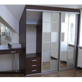 Шкафы купе со встроенным столом
