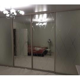 Современный зеркальный шкаф купе