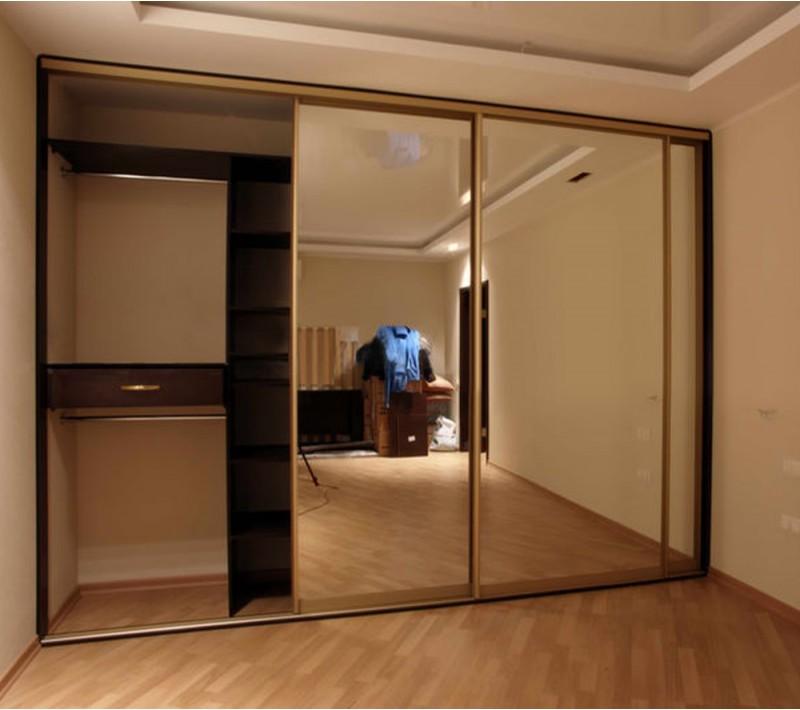Шкаф купе 3 х створчатый с зеркалом