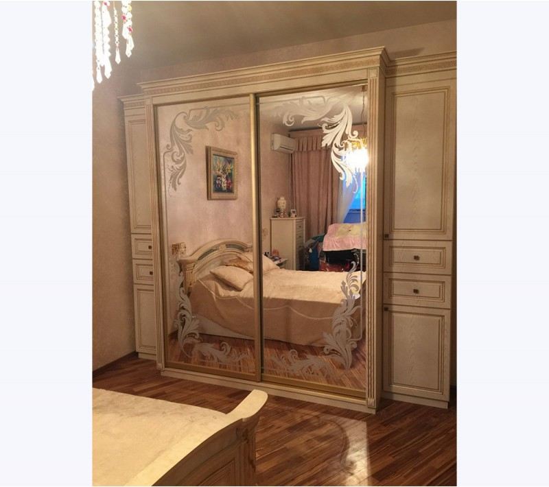 Шкафы купе в спальню классика