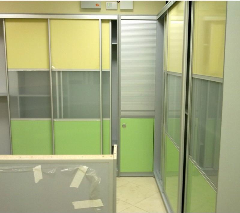 Шкаф купе для одежды в офис